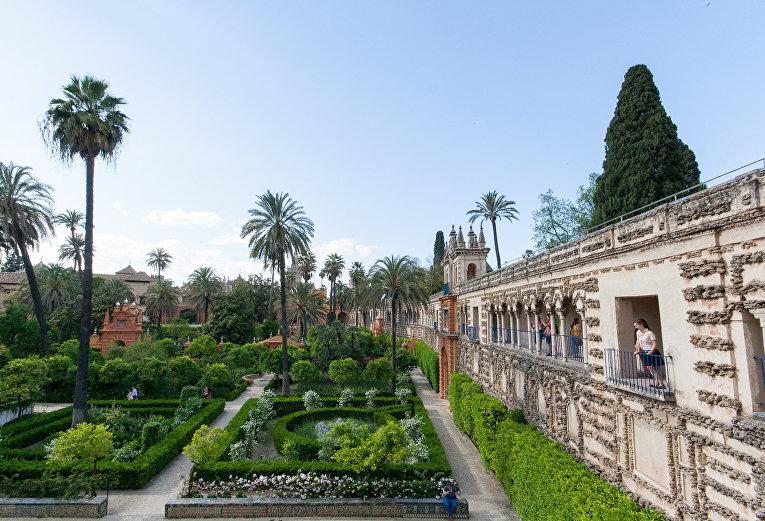 Сады Алькасара и дворец в Севилье, Испания