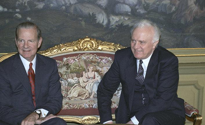 Министр внешний сношений СССР Э. А. Шеварднадзе и госсекретарь США Дж. Бейкер