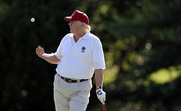 Президент США Дональд Трамп в гольф-клубе