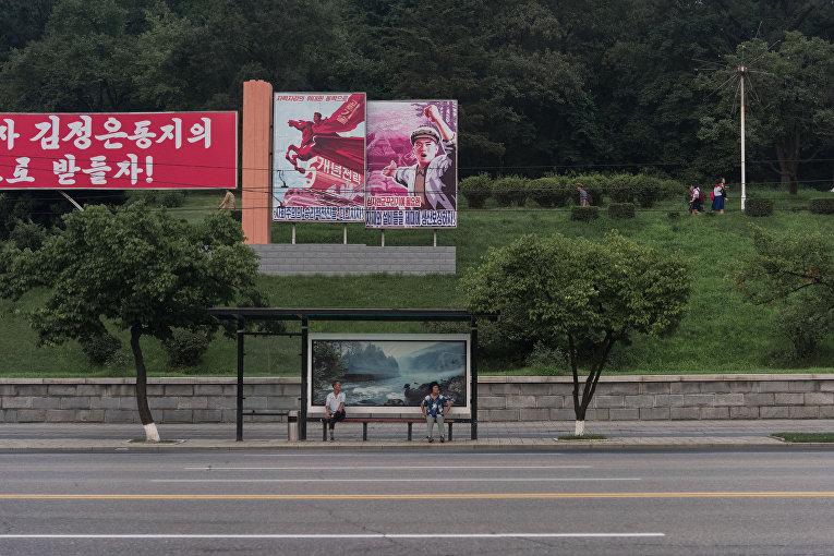 Автобусная остановка в Пхеньяне