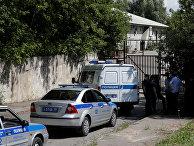 Полиция блокирует въезд в складские помещения посольства США в Москве