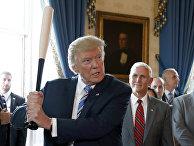 """Президент США Дональд Трамп во время выставки """"Сделано в Америке"""" в Белом доме. 17 июля 2017"""