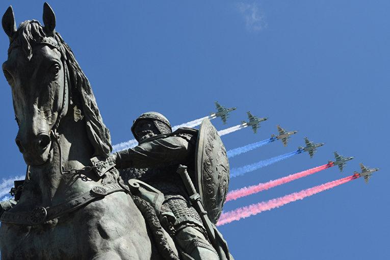 Самолеты Су-25СМ во время репетиции воздушной части военного парада в Москве в ознаменование 70-летия Победы в Великой Отечественной войне 1941-1945 годов.