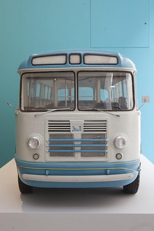 Автобус «ЗиЛ» на выставке «Работа и игра за железным занавесом»