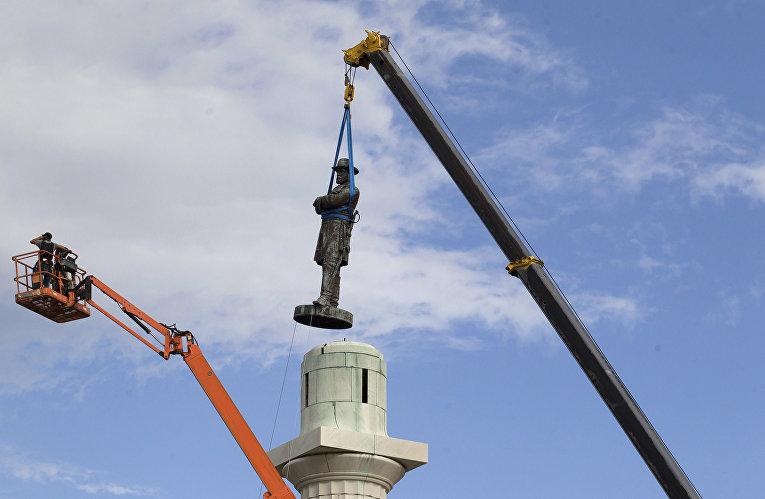 Снос памятника генералу Роберту Ли в Новом Орлеане