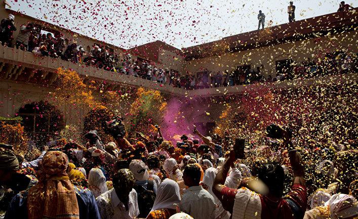 Фестиваль Холи в индийском Вриндаване