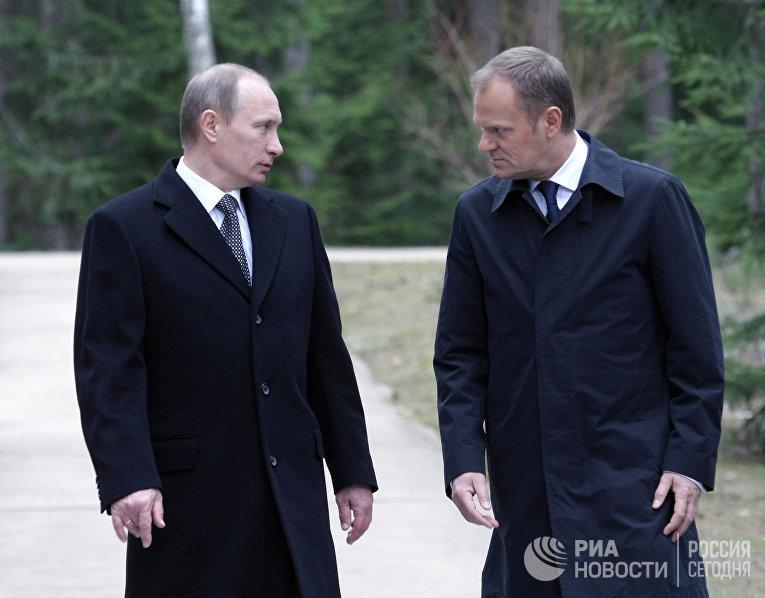 Премьер-министр РФ Владимир Путин и премьер-министр Польши Дональд Туск, 2010 год
