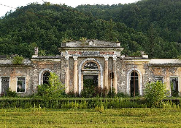 Заброшенная железнодорожная станция в Абхазии