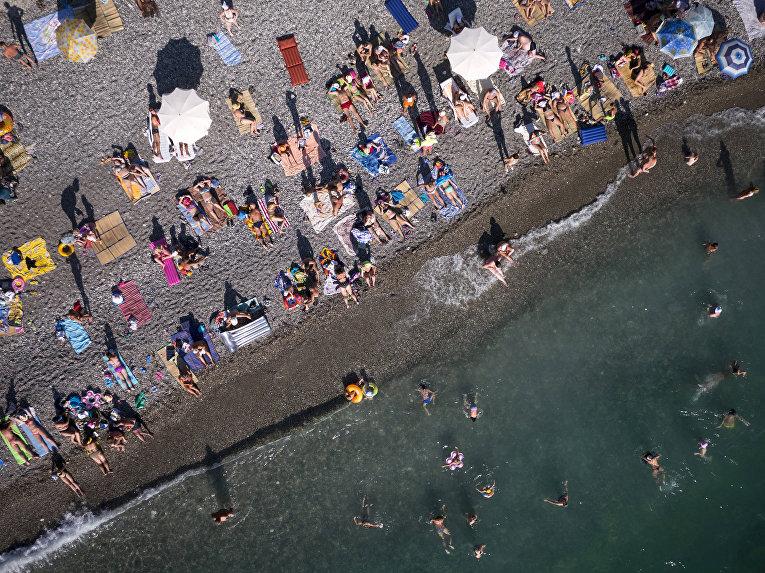 Пляж в Гаграх