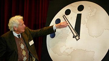 Физик Леон Ледерман переводит стрелки «часов судного дня» в университете Чикаго