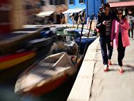 Туристы на одном из каналов Венеции