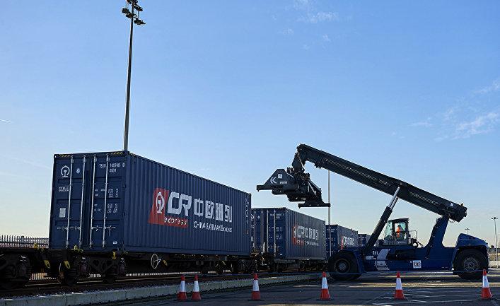 Товарный поезд готовится к отправке в Лондон в китайской провинции Чжэцзян