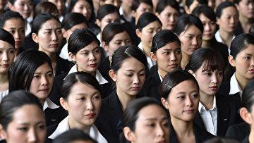 Новые сотрудники японской авиакомпании ANA в аэропорту Токио