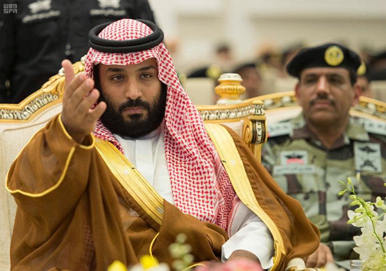Наследный принц Саудовской Аравии Мухаммед бен Салман во время военного парада саудовских сил безопасности