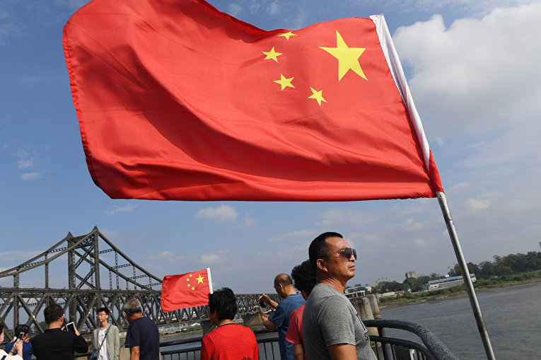 Китайские туристы на границе с Северной Кореей