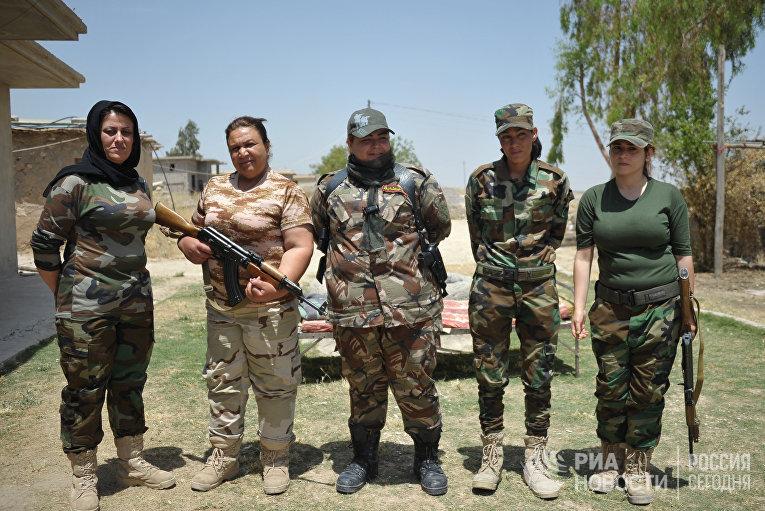 """Курдские женщины-волонтеры из отряда """"Хези-Агри"""" (""""Сила огня""""), воюющие против ИГ (запрещена в РФ)"""