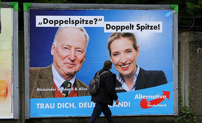 Предвыборный плакат партии АдГ с фотографиями Александера Гауланда и Алисы Вайдел