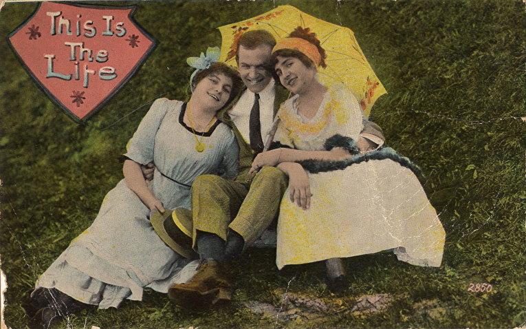 Открытка, примерно 1910 год: любовь втроем