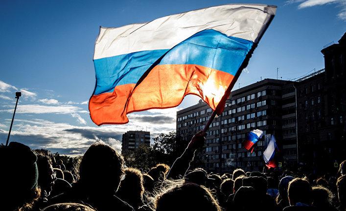 Участники несанкционированной акции протеста в Москве