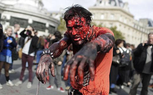Участник зомби-моба в Париже