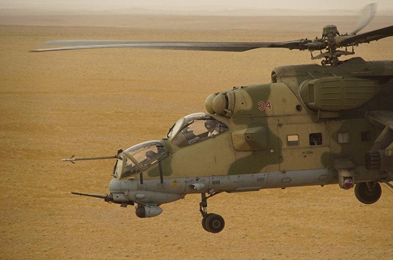 Российский военный вертолет в провинции Дейр-эз-Зор, Сирия