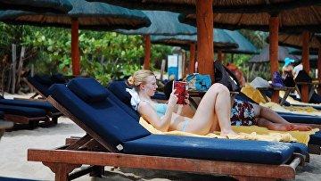 Как русские девушки развратно ведут себя за границей, видео блондинок транс