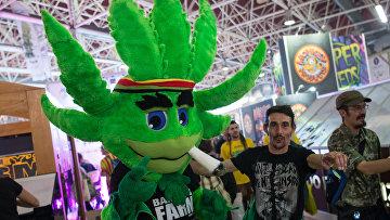 Посетители ярмарки Spannabis 2017 в Испании