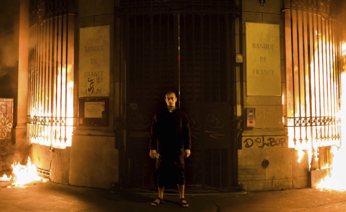 Картинки по запросу павленский поджег во франции
