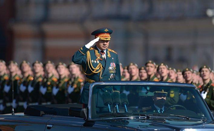 Министр обороны РФ Сергей Шойгу во время военного парада на Красной площади
