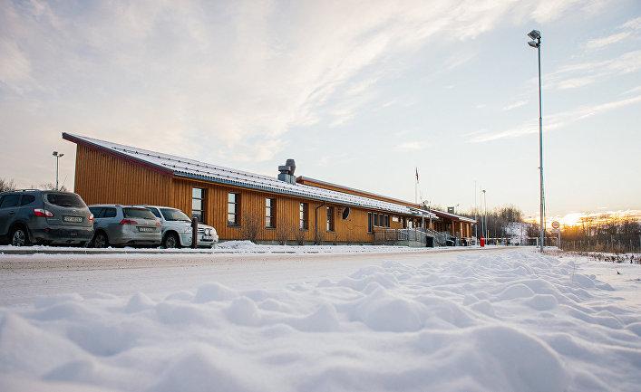Граница России и Норвегии в городе Стурскуг