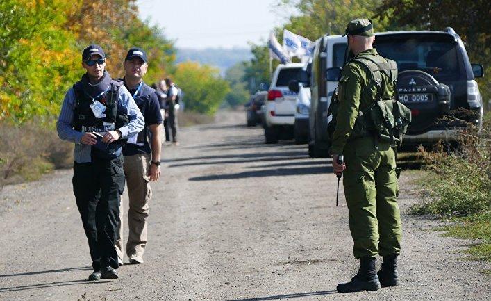 Наблюдатели ОБСЕ в селе Петровское Донецкой области
