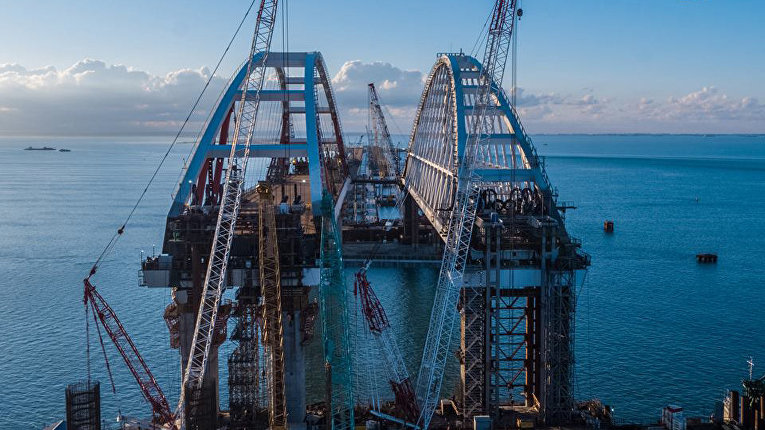 Завершённые работы по установка автодорожной арки Крымского моста. 13 октября 2017