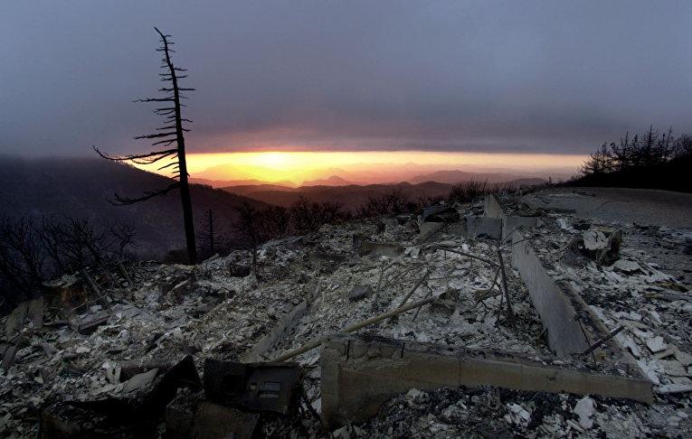 Последствия лесного пожара в Калифорнии