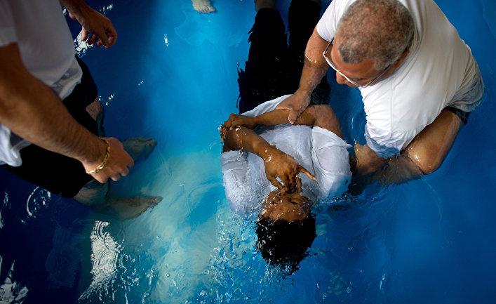 Обряд крещения Свидетелей Иеговы