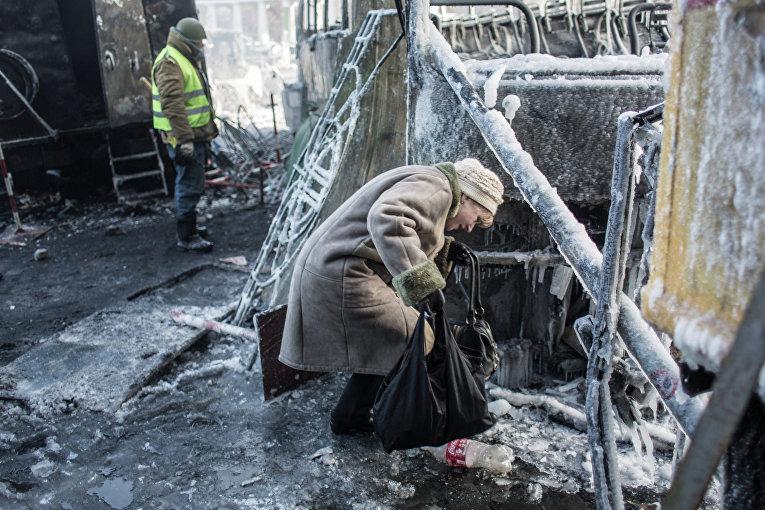 Женщина у баррикад в Киеве