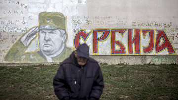 Граффити, изображающее бывшего сербского генерала Ратко Младича в Белграде