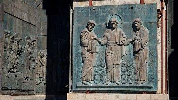 Фрагменты памятника «История Грузии» в Тбилиси