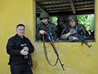 Министр внутрених дел Украины Арсен Аваков с американскими военными во время учений Fearless Guardian