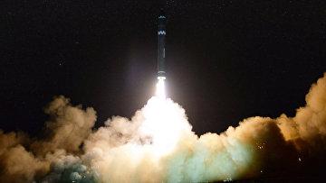 Запуск межконтинентальной баллистической ракеты Hwasong-15 в КНДР. 30 ноября 2017