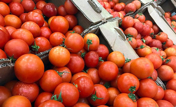 Продажа помидоров в одном из магазинов в Москве