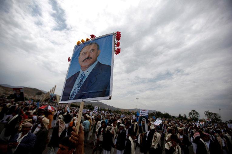 Митинг сторонников президента Йемена Али Абдаллы Салеха в Сане
