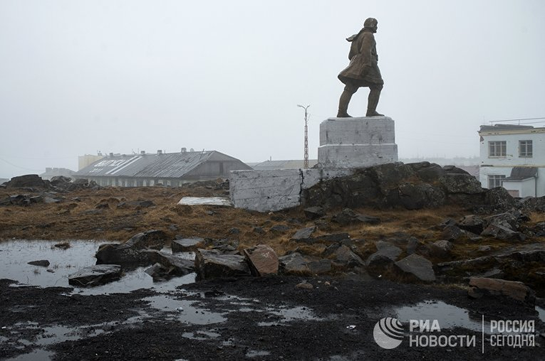 Арктический поселок Диксон на берегу Карского моря
