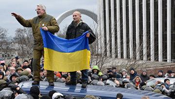 Сторонники бывшего губернатора Одесской области Михаила Саакашвили в центре Киева. 5 декабря 2017