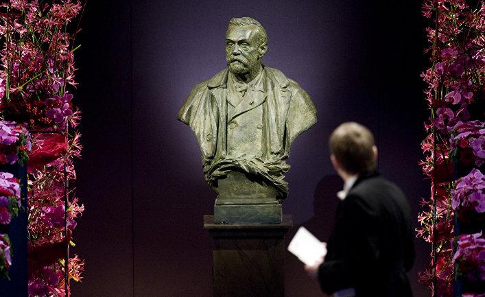 Бюст Альфреда Нобеля в концертном зале Стокгольма