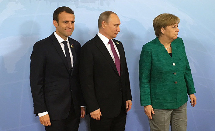 Президент России Владимир Путин, канцлер ФРГ Ангела Меркель и президент Франции Эммануэль Макрон во время встречи на саммите G20 в Гамбурге. 8 июля 2017