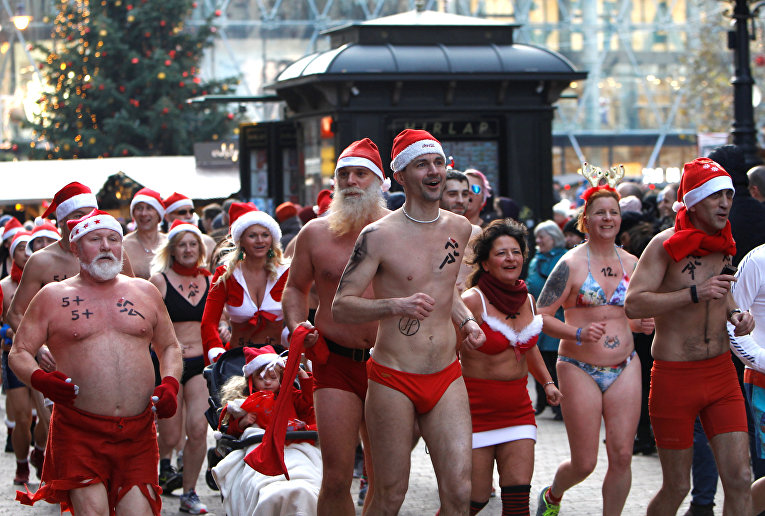 Забег полуголых Санта-Клаусов в центре Будапешта