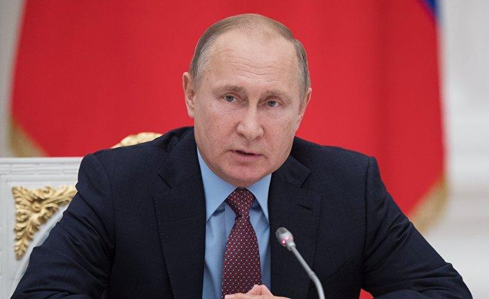 Президент РФ Владимир Путин во время встречи с руководством Совета Федерации и Государственной Думы РФ. 25 декабря 2017