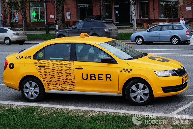 """Автомобиль службы такси """"Убер"""""""