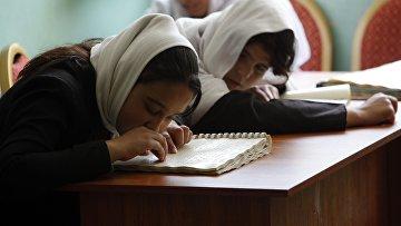 Слепые ученики в школе в Афганистане