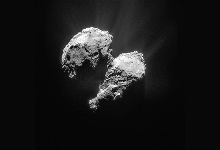 Комета 67P/Чурюмова — Герасименко, сфотографированная космическим аппаратом «Розетта»